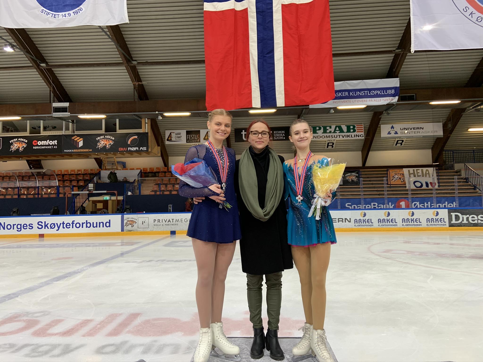 Kari Sofie tok sølvmedaljen i senior og Oda tok bronsemedaljen i junior NM Kunstløp 2020